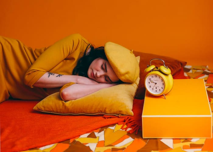 woman sleeping 4 hours_