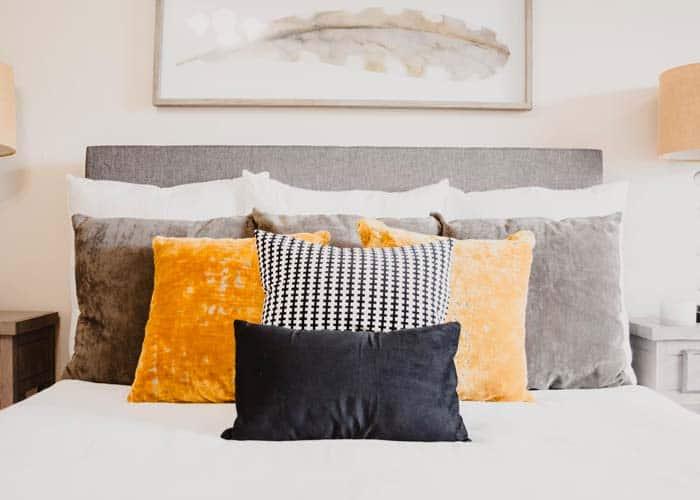 pillow vs cushion